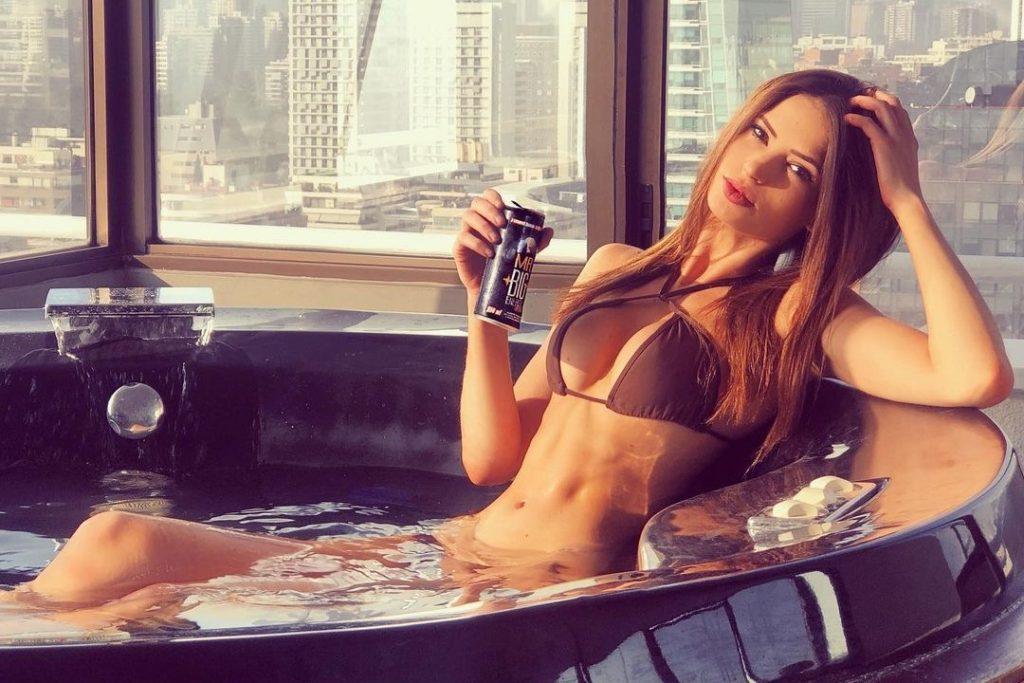 julia fernandez se vaya de chile modelo