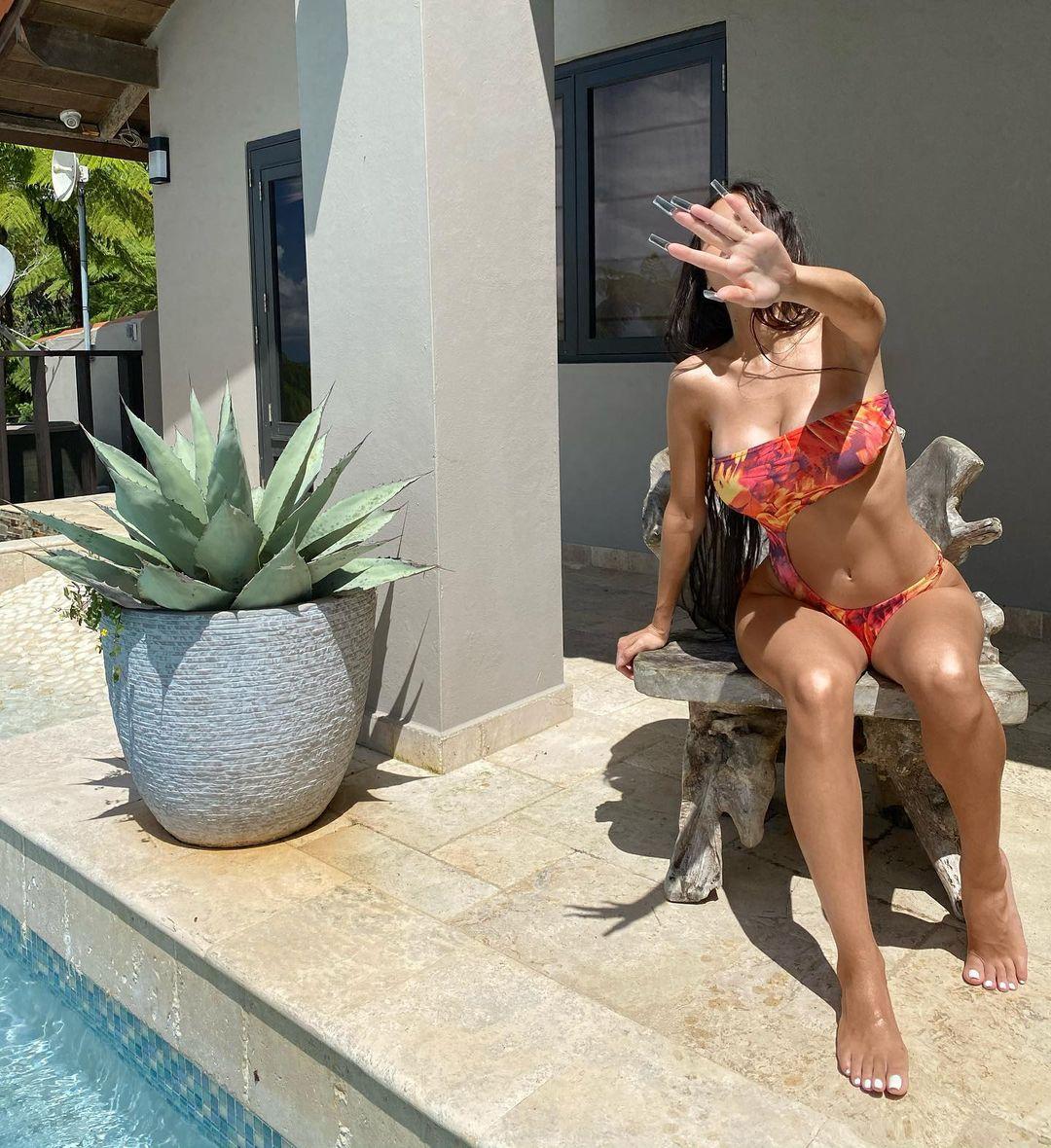 Paloma mami bikini mansión